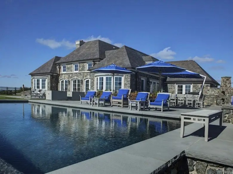 """9: RHODE ISLAND: Nicknamed """"Seaward,"""" this Newport estate has six bedrooms, an infinity pool, and more than 45 acres of land."""