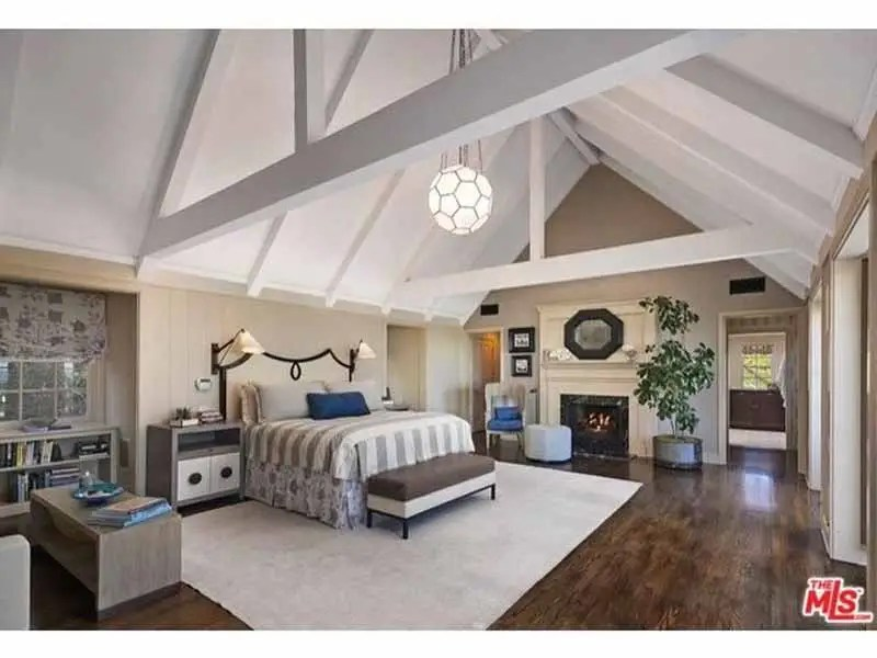 The bedroom features a dramatic cathedral ceiling.