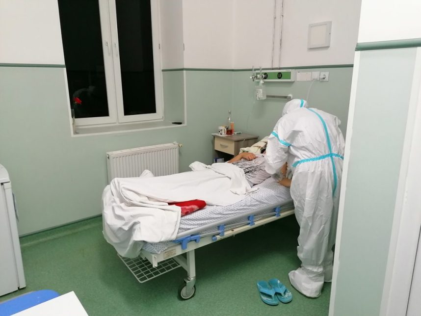 Am stat o zi în secţia COVID, ca să nu stai şi tu. Am vorbit nu cu medicii, ci cu infirmierele și asistenții, iar furia și frustrarea lor sunt imense