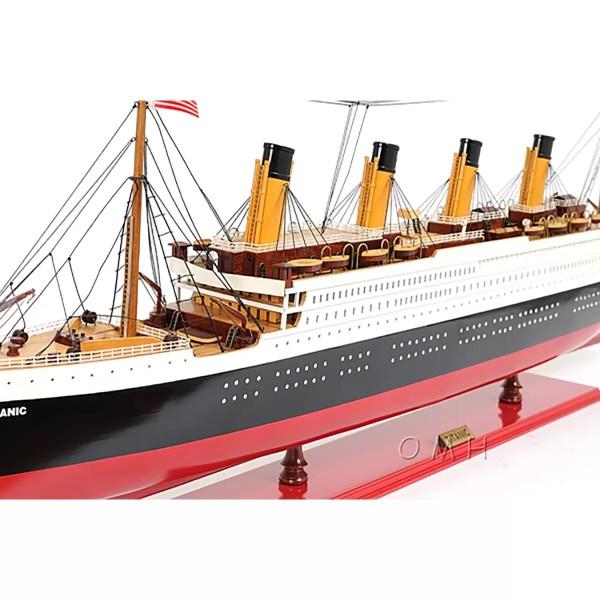 Titanic festett makett Utasszállító makett