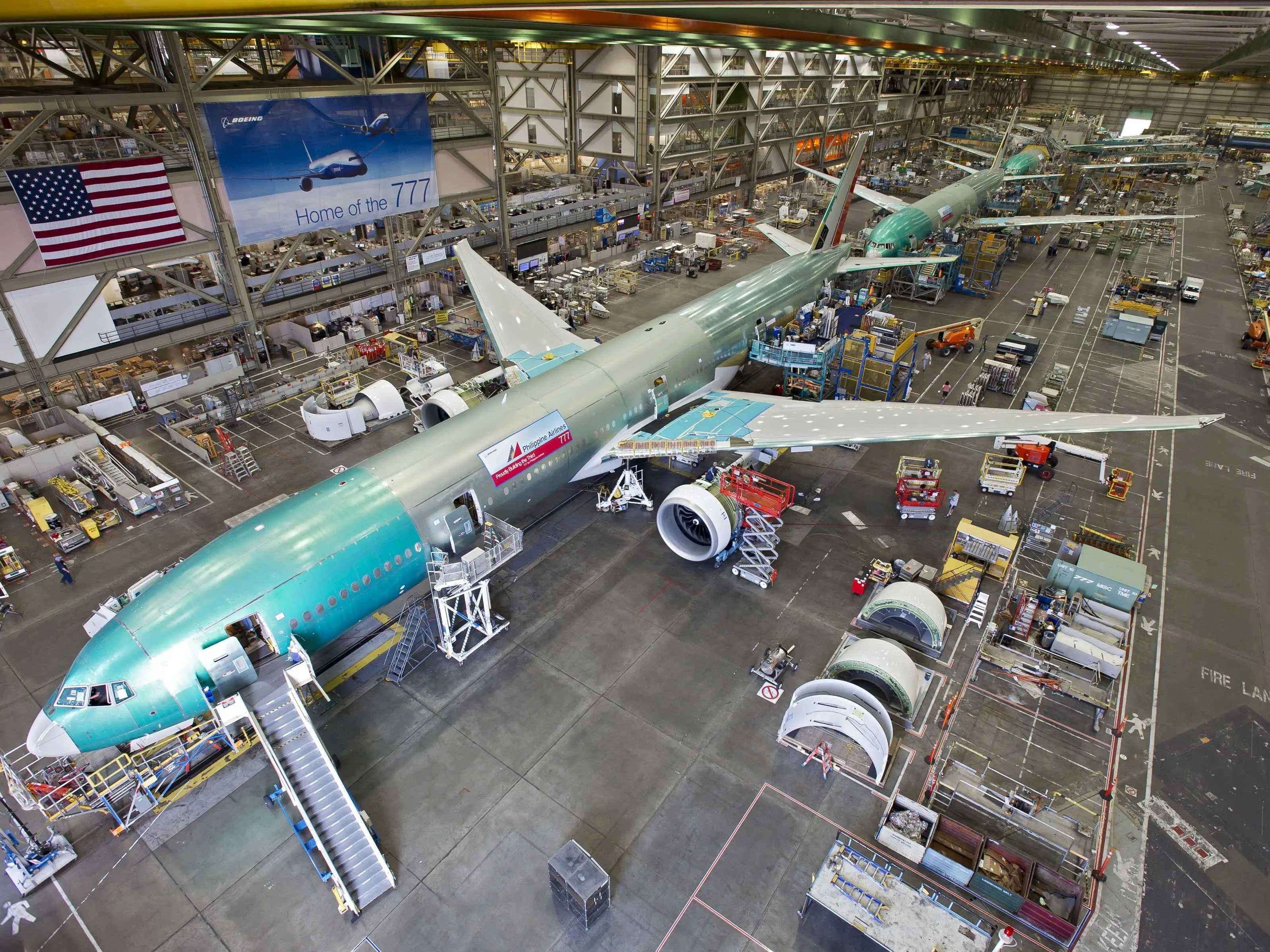 https://i1.wp.com/static5.businessinsider.com/image/50896e4eeab8eaa718000003-2400/boeing-777-production-assembly-factory-3.jpg