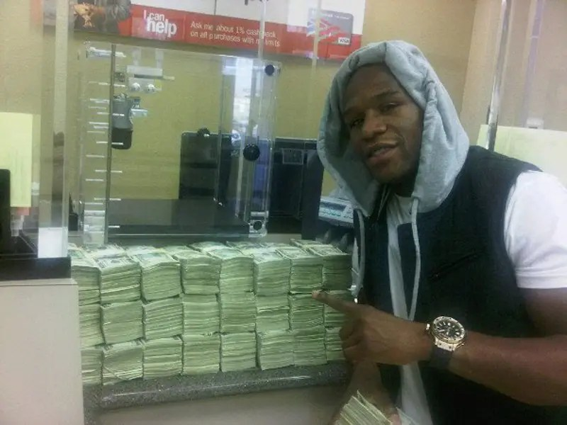 He deposited a mountain of cash at the bank.