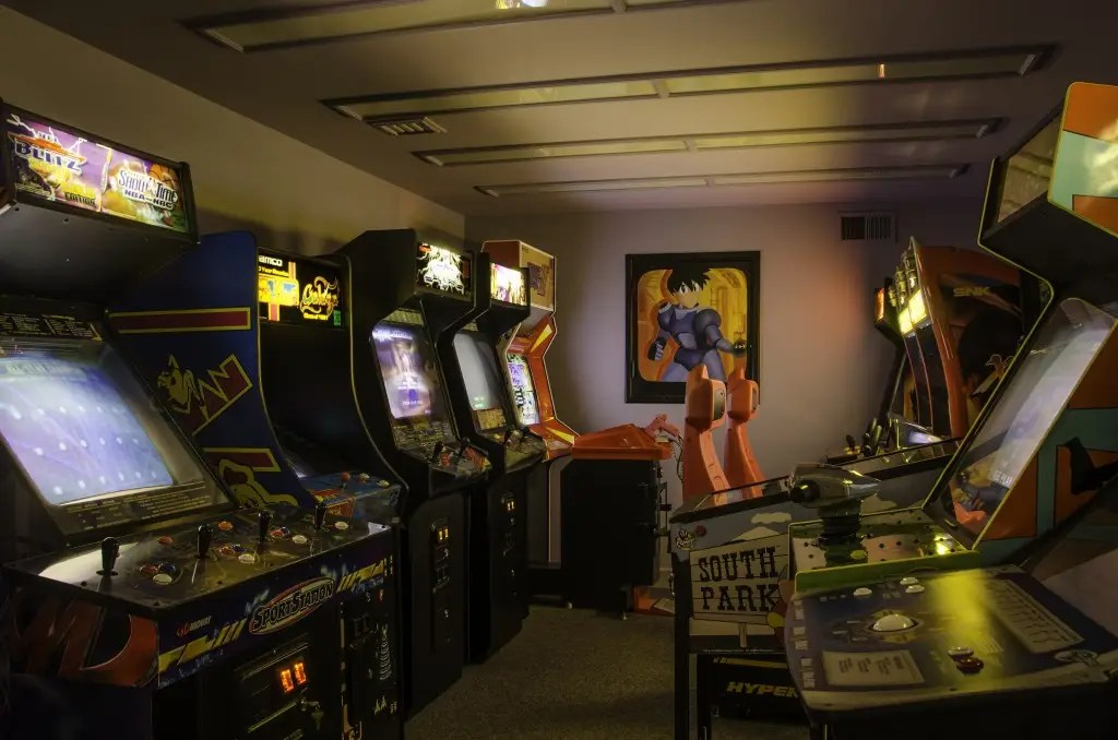 Playing in the fully stocked arcade is another way to spend your downtime.