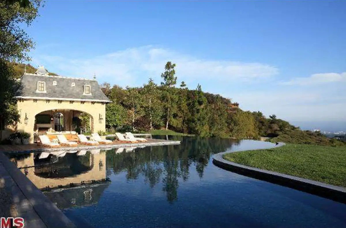 The infinity pool, with a view of the Pacific Ocean.
