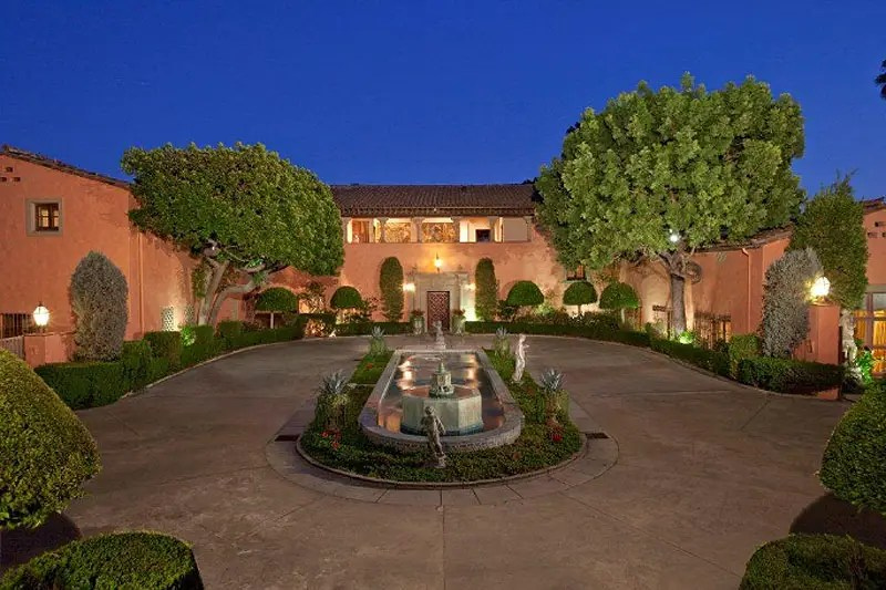Welcome to the legendary Beverly House where JFK, William Randolph Hearst, and Milton Getz have all lived.