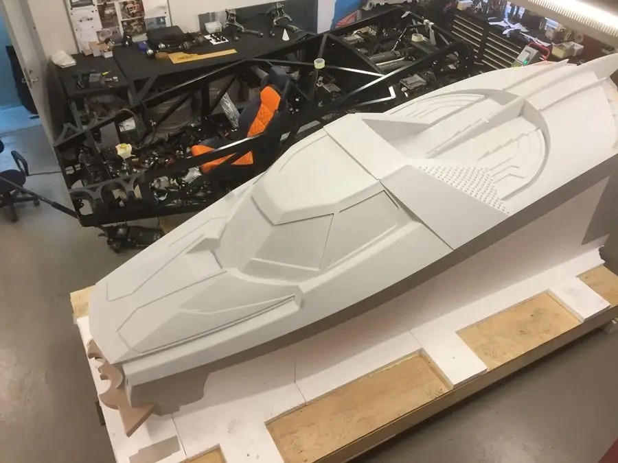 Caresto first created computer-assisted designs that were based on the Arkham video game in order to make a full-scale mould of the car's body.