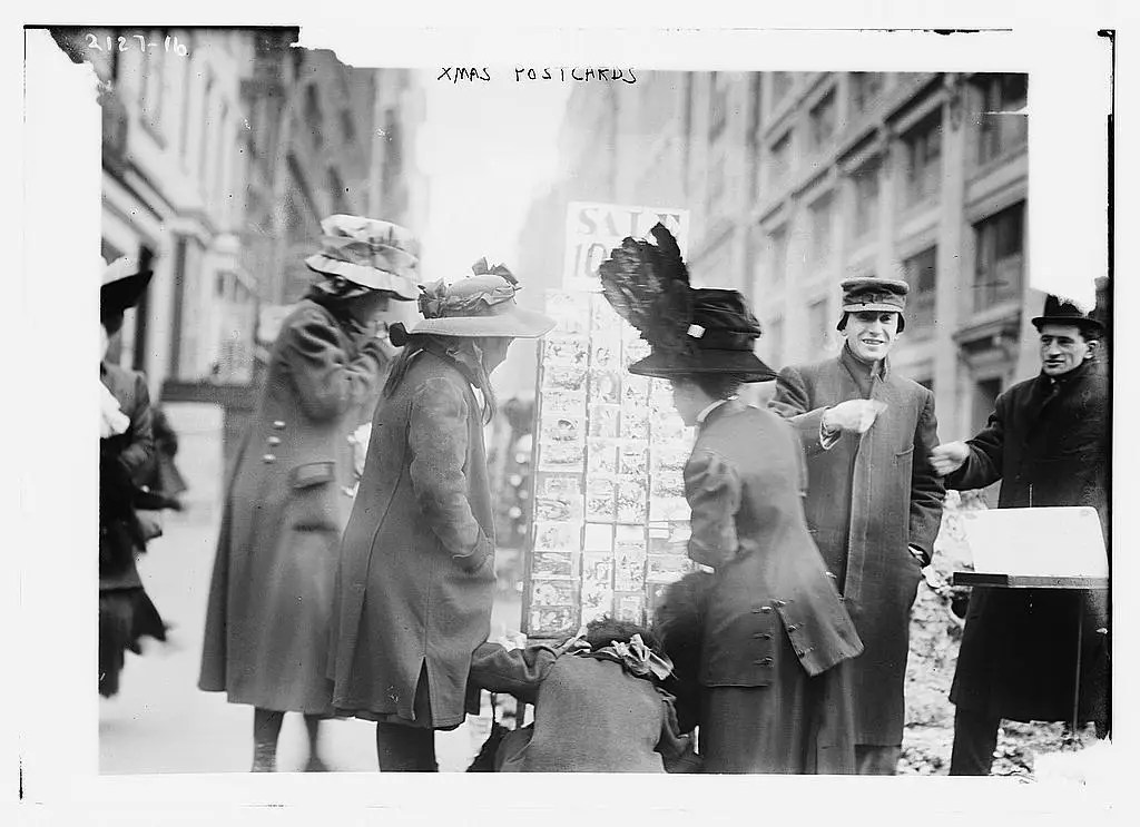 Vintage Photos Show NYC Shopping 100 Years Ago Business