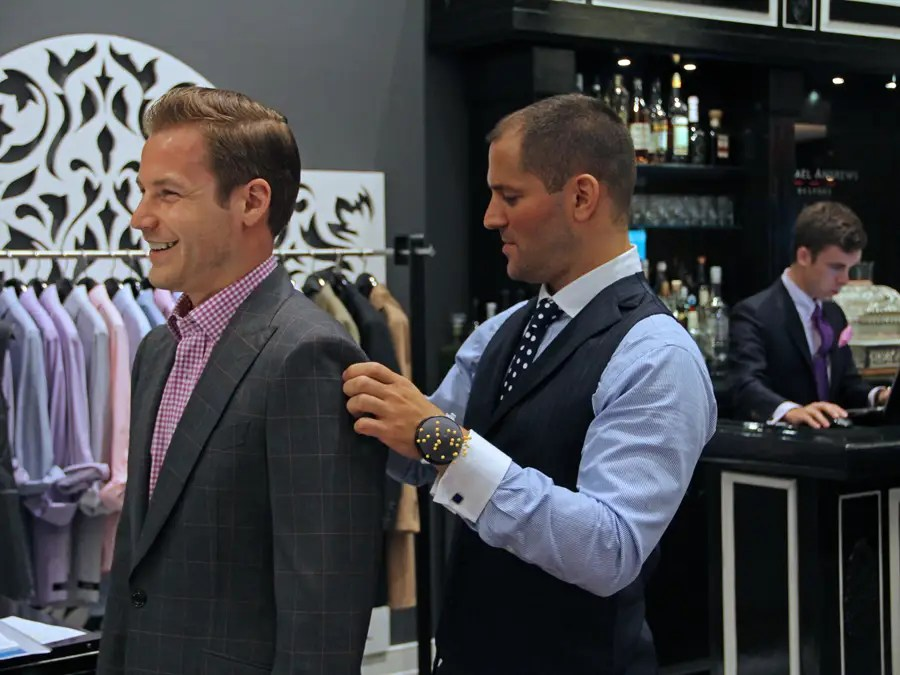 https://i1.wp.com/static6.businessinsider.com/image/4e737f83ecad046a5c000032-401-300/michael-andrews-bespoke-studio-tailor-custom-custom-suits-mab-nyc-business-insider-dng.jpg