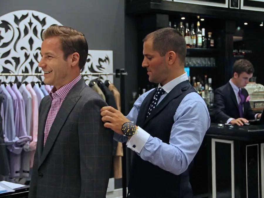 https://i1.wp.com/static6.businessinsider.com/image/4e737f83ecad046a5c000032-401-300/michael-andrews-bespoke-studio-tailor-custom-custom-suits-mab-nyc-business-insider-dng.jpg