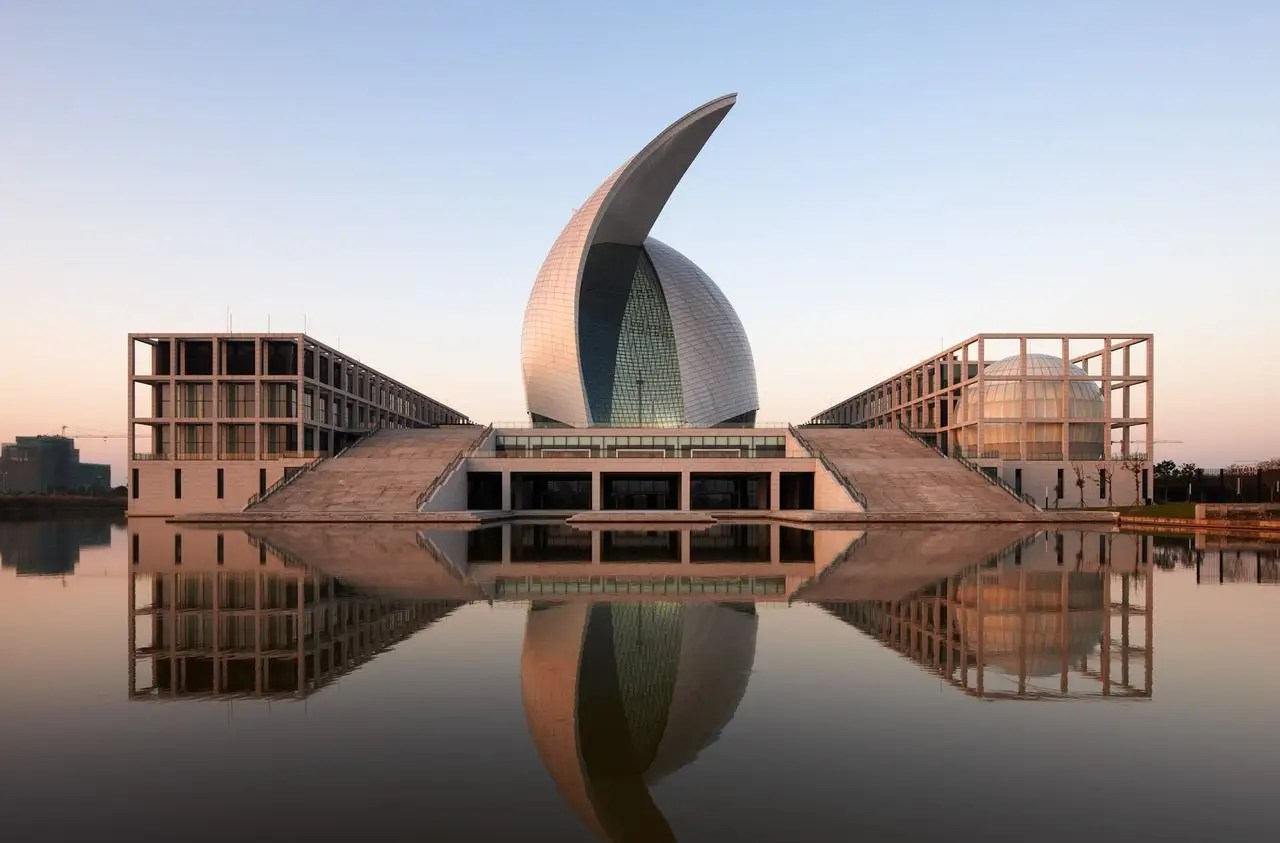 The Maritime Museum in Lingang, China has two curved roof shells in the shape of sails over the exhibition hall. It is large enough to display ships.