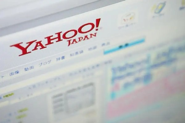 Yahoo Japan says to buy eAccess from SoftBank for 32
