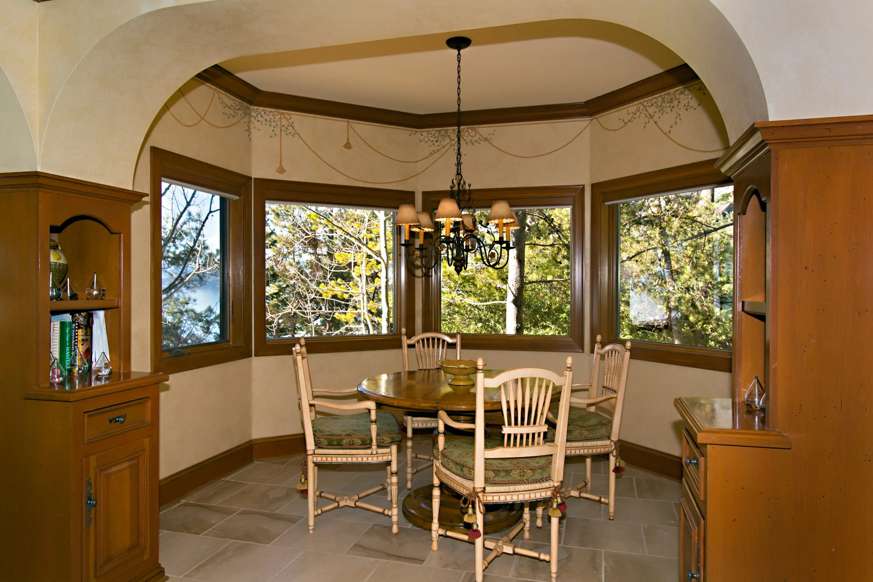 The breakfast nook conveys the feeling of eating in nature.