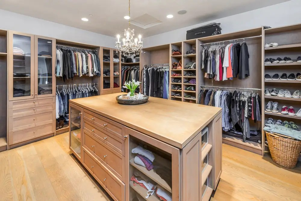 It also comes with a beautiful walk-in closet.