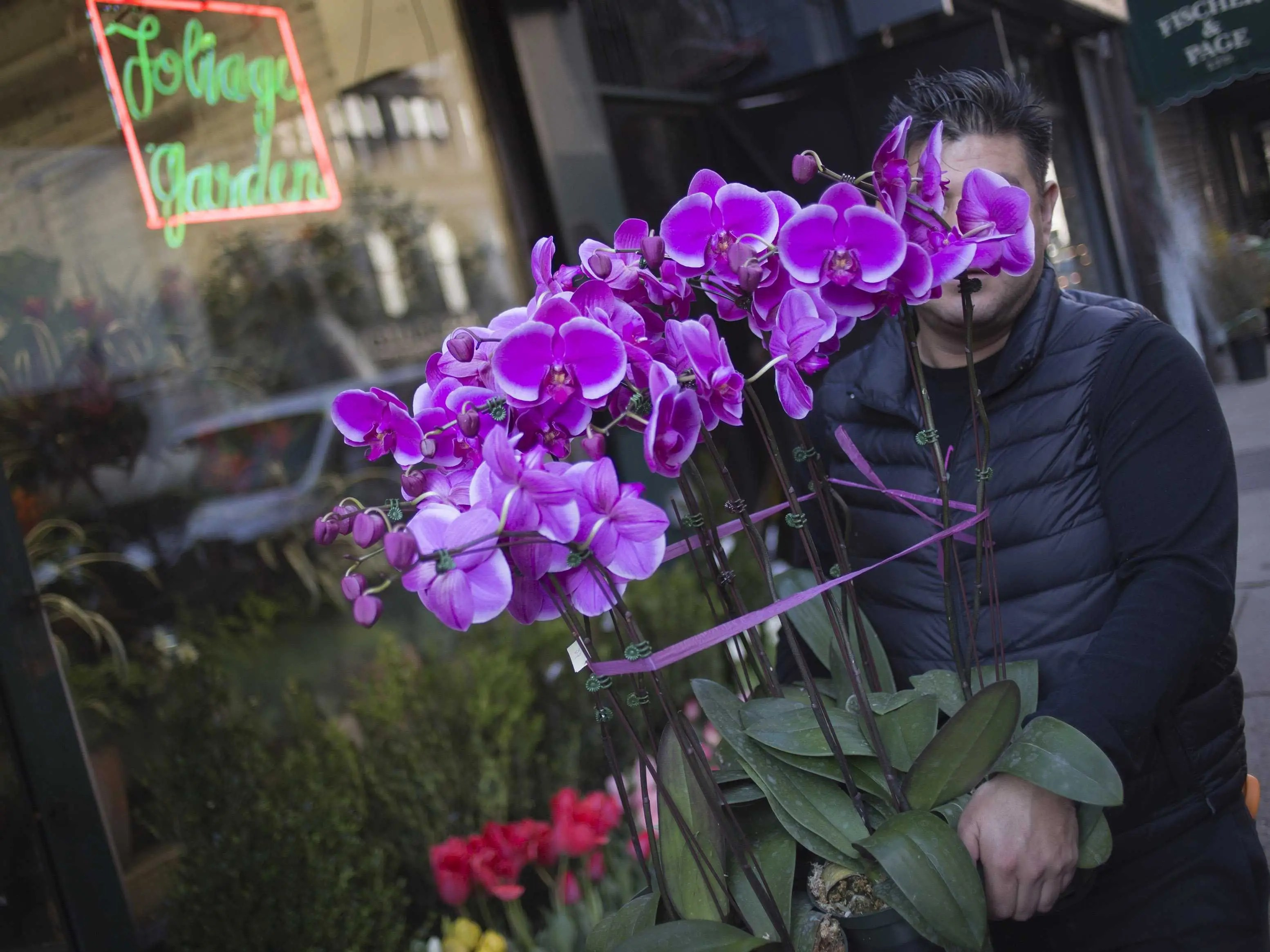 How To Buy Valentines Day Flowers Business Insider