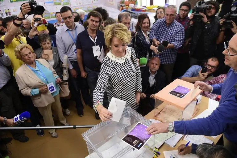 Spain's Popular Party (PP) candidate for mayor of Madrid, Esperanza Aguirre, casts her ballot in Spain's municipal and regional pelections at a polling station in Madrid on May 24, 2015