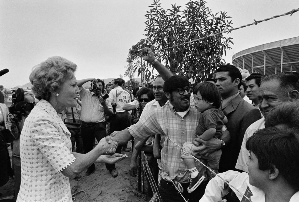 First Lady Pat Nixon inaugurated Friendship Park on August 18, 1971, when it was declared a national monument. Over 100 yearsprior, in 1848, the US built a pyramid-shaped statue on the San Diego beach to mark the end of the Mexican-American War.