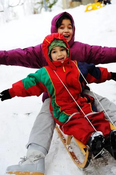 ᐈ Ребенок на санках фото, рисунки дети на санках   скачать ...