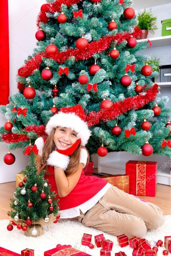 Девушка возле елки — Стоковое фото © kalozzolak #7428728