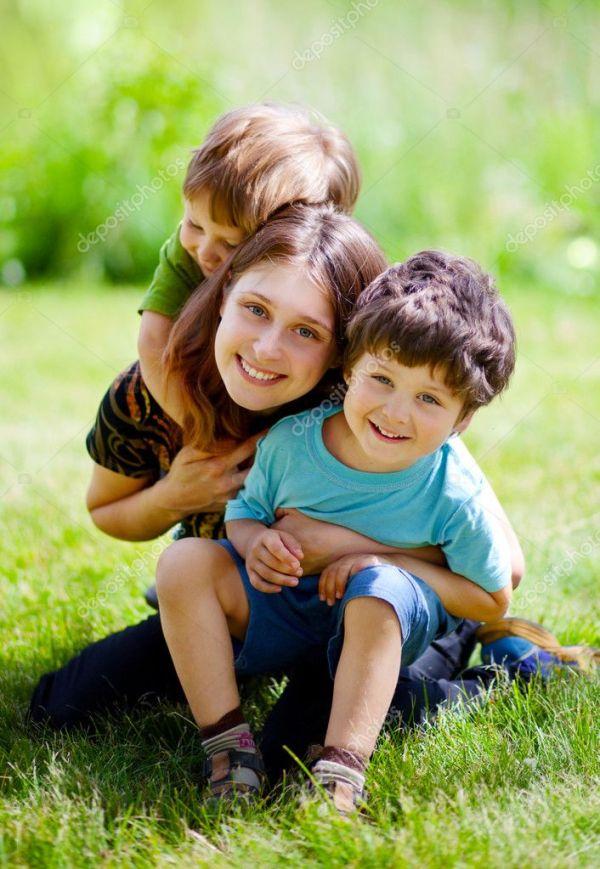 Счастливая семья — Стоковое фото © eaniton #8772575
