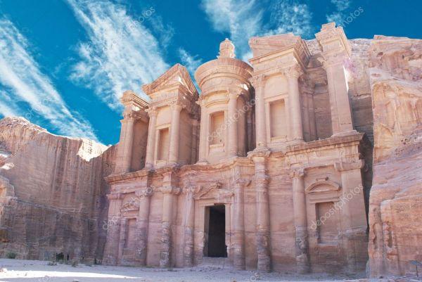 Фасад монастыря на Петра, Иордания — Стоковое фото ...