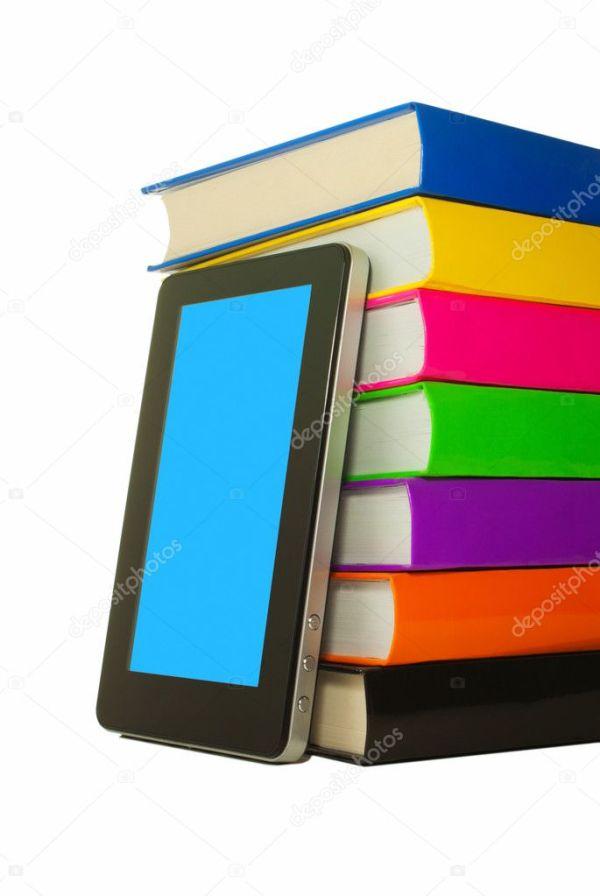 Куча разноцветных книг и планшетных компьютеров — Стоковое ...