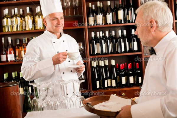 Шеф-повар готовить напиток кофе официант лоток Ресторан ...