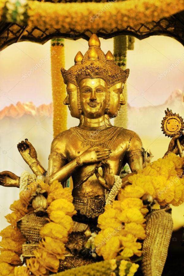 Золотая статуя Шивы на Востоке — Стоковое фото ...