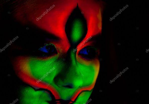 Лицо женщины с боди-арт — Стоковое фото © orelphoto2 #9871084