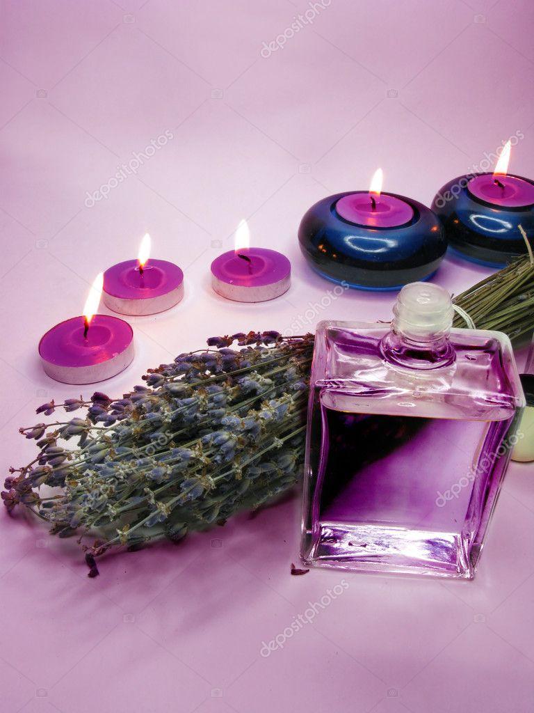 Spa 蠟燭薰衣草油 — 圖庫照片©Nastya22#9646105