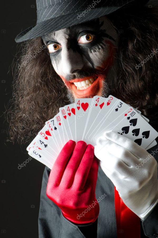 Джокер с картами в студии стрелять — Стоковое фото © Elnur ...
