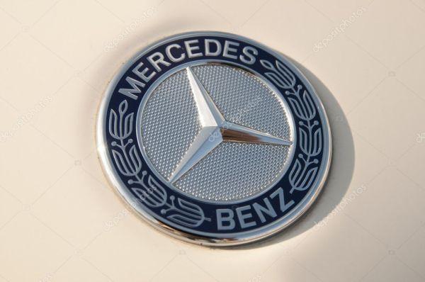 Mercedes benz эмблема – Стоковое редакционное фото ...