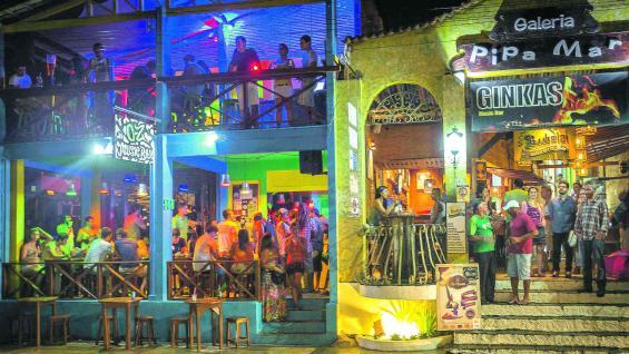 Pipa es el lugar preferido de mucha gente joven, que disfruta de la intensa vida nocturna.