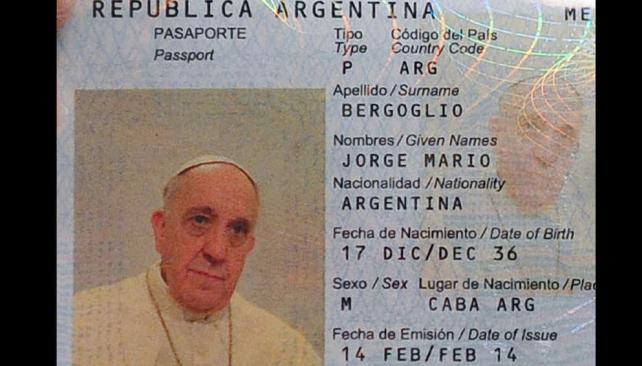 Ciudadano argentino.  Su pasaporte estaba por vencer y pidió la renovación. El cónsul argentino en Roma, Juan Pablo Cafiero, hizo el trámite (AP/Archivo).