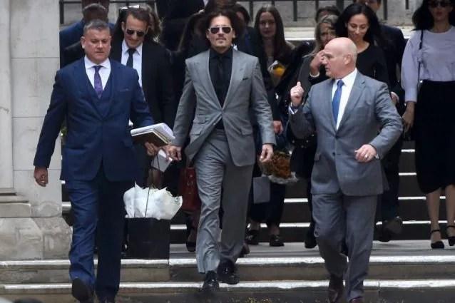 Johnny Depp fuori dal tribunale nel 2020