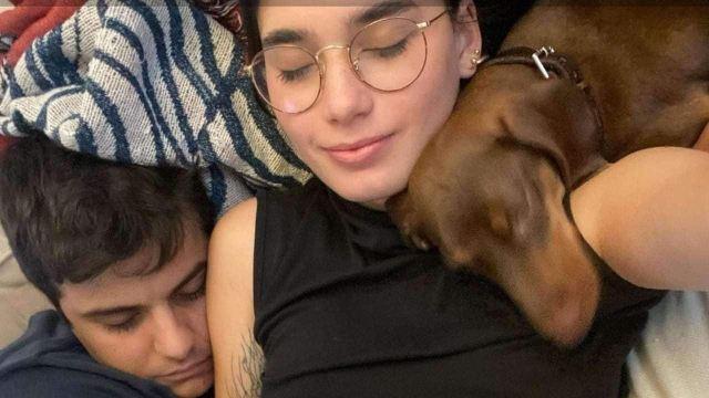 Luna e Michele insieme al loro cane