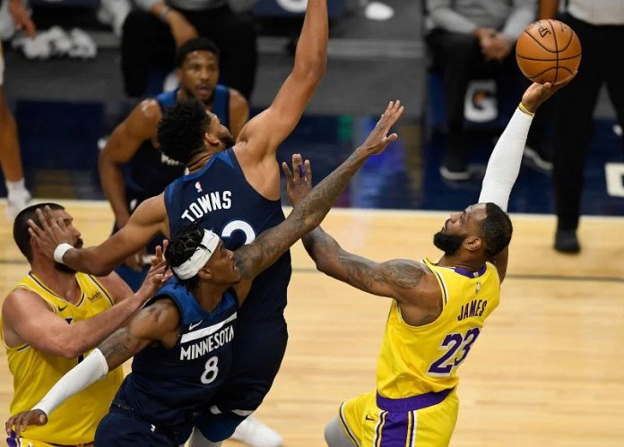 After Dwight Howard and Jewell McGee leave, LA looks less at Lakers center