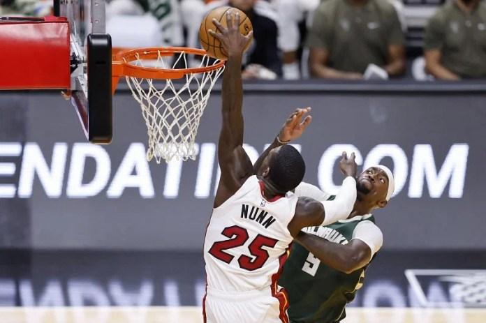 Kendrick Nunn #25 dunks on Bobby Portis #9.