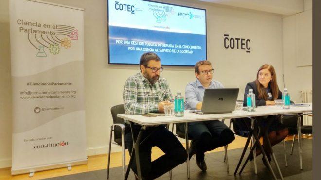 Jornadas de preparación de Ciencia en el Parlamento. Juan Goméz (Cotec), Andreu Climent (coordinador de la iniciativa) y Pilar Rico (Fecyt)