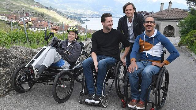 Grégoire Courtine, profesor del EPFL y los tres pacientes el estudio Stimo Sebastian Tobler, Gert-Jan Oskam y David Mzee.