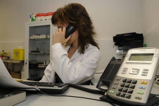 Atención telefónica de médico de Familia, en primaria.