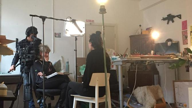 Equip del programa entrevistant a l'Erika Lust