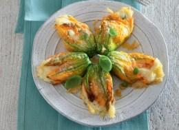 Fiori di zucca ripieni di patate al forno
