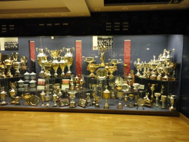 Manchester United Trophy Cabinet Www Looksisquare Com