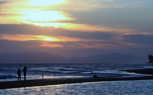 Đắm mình vào hoàng hôn trên biển Hồ Tràm
