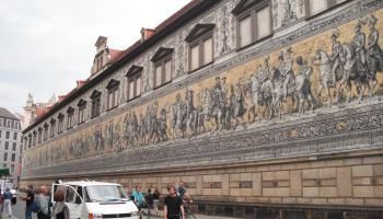 Der Fürstenzug in Dresdens historischer Altstadt, August 2013