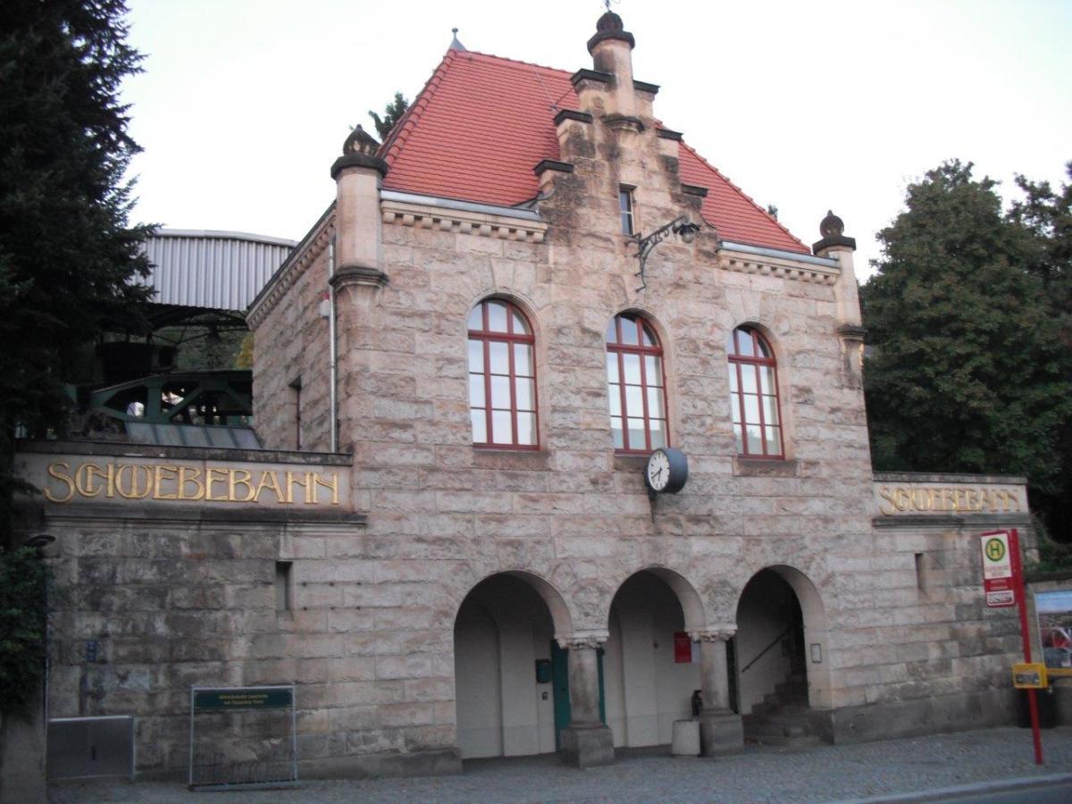 Dresdner Schwebebahn erhält neues Großrad