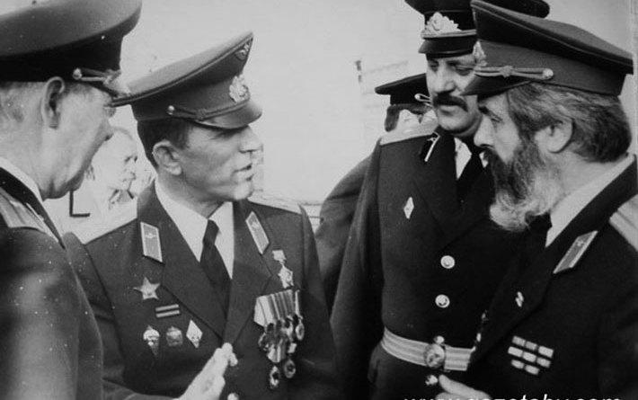 Палкоўнік спецназа Уладзімір Барадач - другі злева.