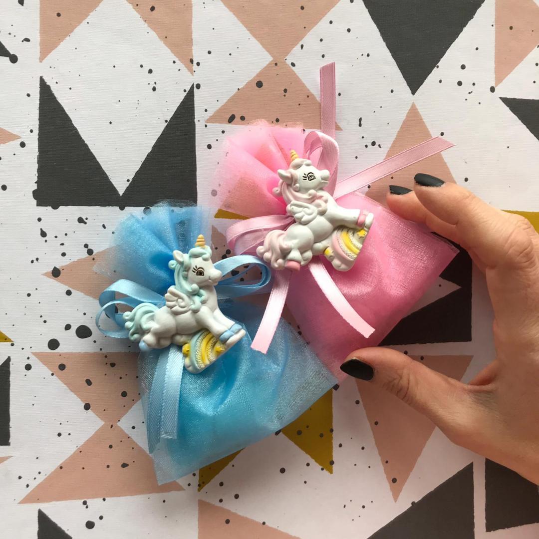 Festeggiare battesimi e nascite con bomboniere unicorno