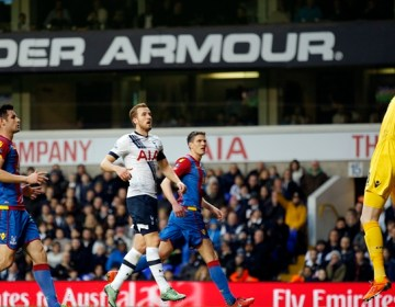 """Football Soccer - Tottenham Hotspur v Crystal Palace - FA Cup Fifth Round - White Hart Lane - 21/2/16 Crystal Palace's Wayne Hennessey saves from Tottenham's Harry Kane Action Images via Reuters / Andrew Couldridge Livepic EDITORIAL USE ONLY. No use with unauthorized audio, video, data, fixture lists, club/league logos or """"live"""" services. Online in-match use limited to 45 images, no video emulation. No use in betting, games or single club/league/player publications.  Please contact your account representative for further details."""