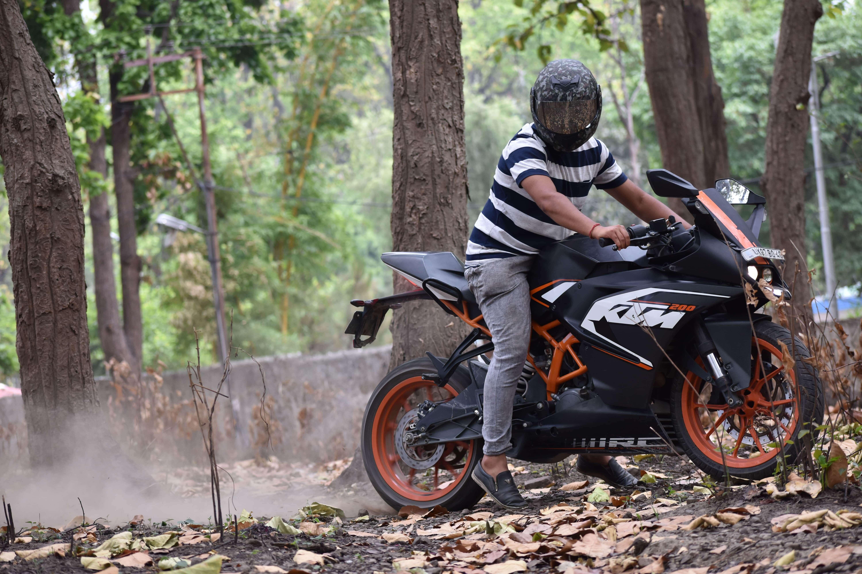 Top 50+ Bike Rider Short Status, Quotes For Whatsapp | Status Bro